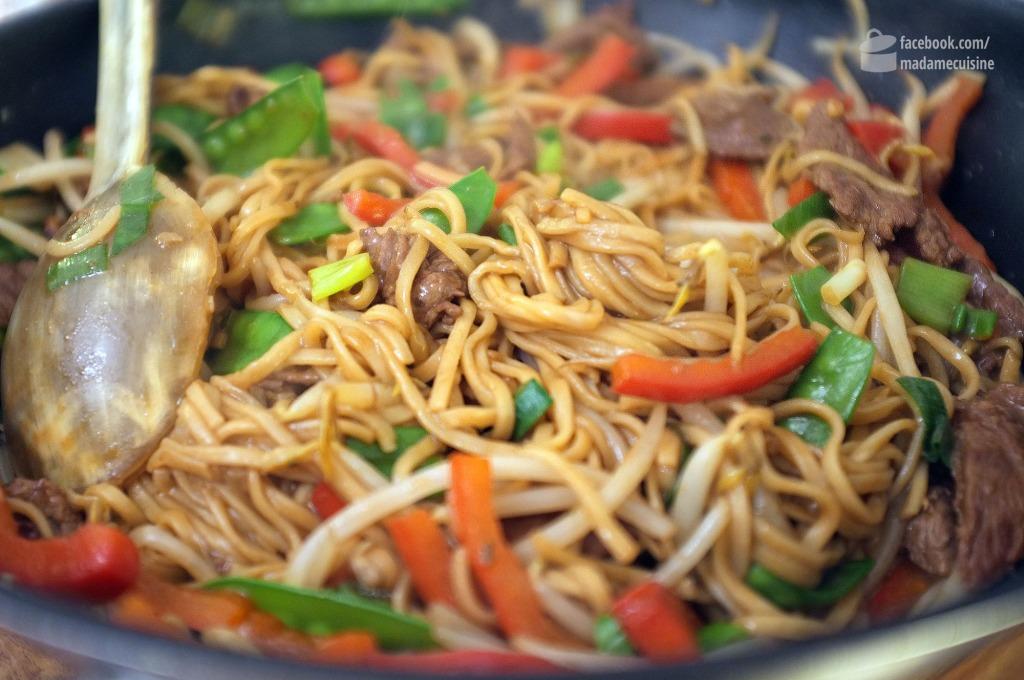 Gebratene Nudeln mit Rind (asiatisch) | Madame Cuisine Rezept