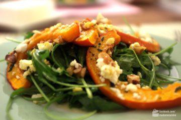 Spinatsalat mit gebratenen Kürbisspalten | Madame Cuisine