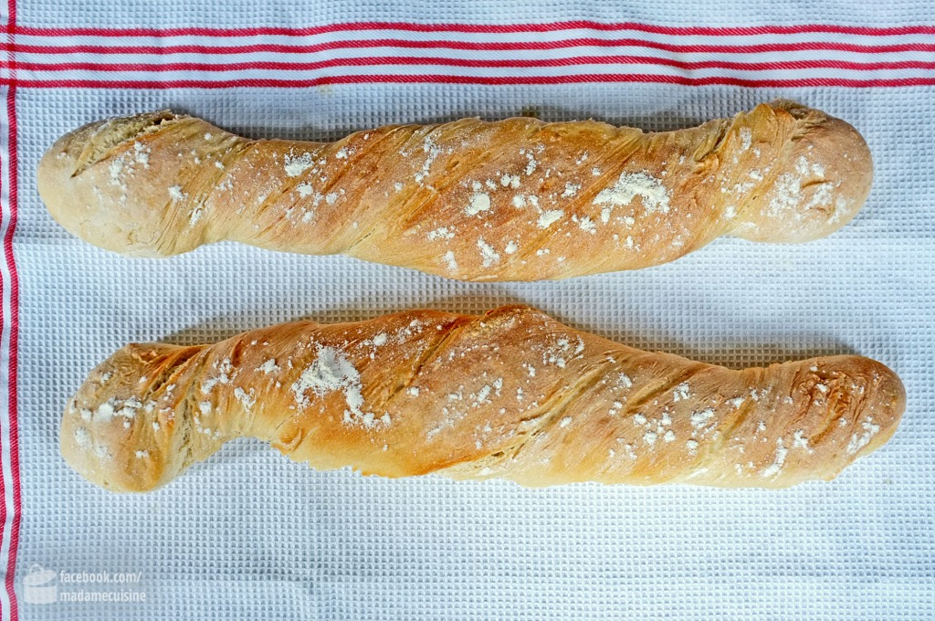 Selbstgebackenes Baguette mit Zitronen-Parmesan-Butter | Madame Cuisine Rezept