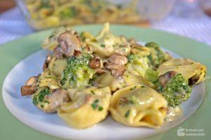 Tortellini überbacken mit Brokkoli und Champignons | Madame Cuisine