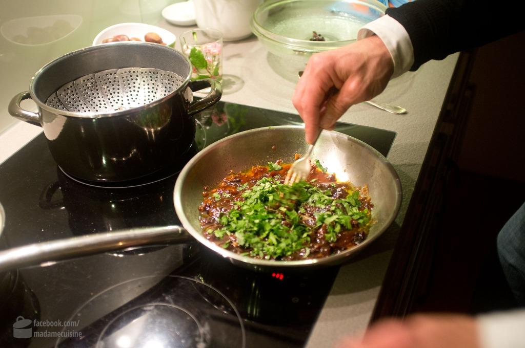 Dr. Lutz Hänsel kocht japanische Rouladen mit Trockenpflaumen | Madame Cuisine Rezept