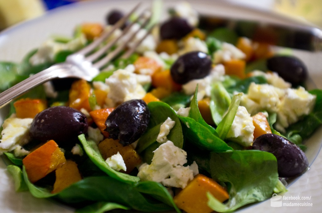 Feldsalat mit geröstetem Kürbis, Feta und Oliven | Madame Cuisine Rezept