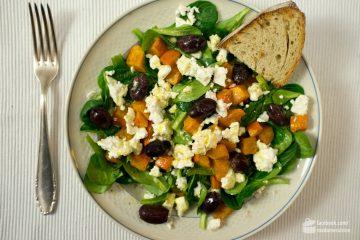 Feldsalat mit geröstetem Kürbis, Feta und Oliven | Madame Cuisine