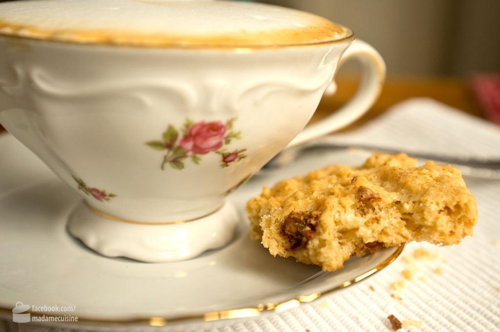 knusprige haferflocken kekse mit schoko madame cuisine. Black Bedroom Furniture Sets. Home Design Ideas