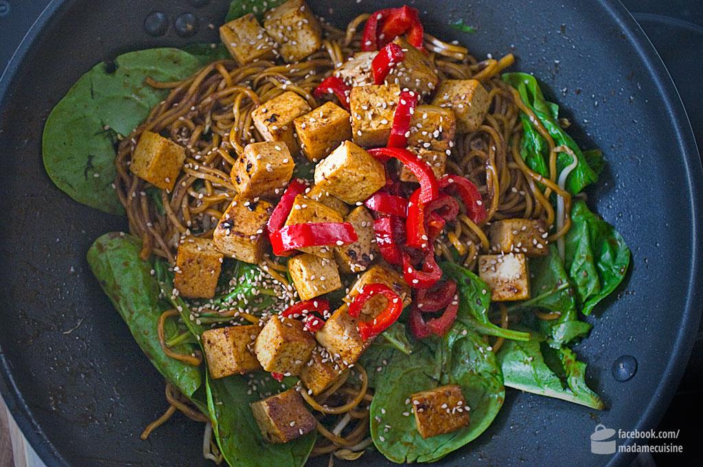 Asia-Bratnudeln mit Pfeffersoße & Tofu | Madame Cuisine