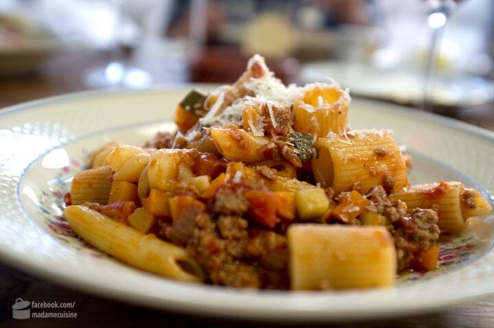 Pasta al Ragù mit viel Gemüse | Madame Cuisine