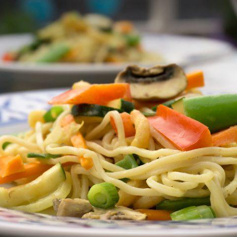 Curry Nudeln mit Gemüse & Krabben | Madame Cuisine