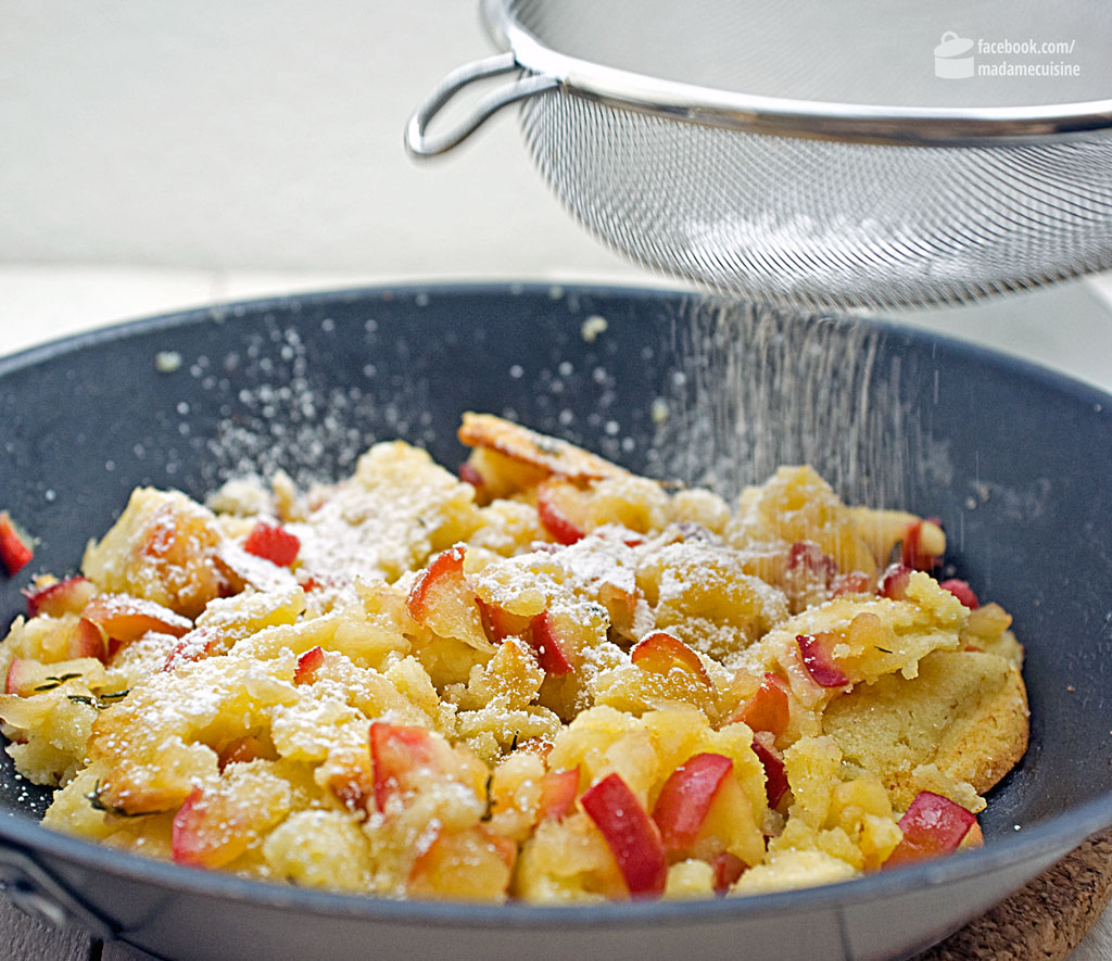 Apfel-Thymian-Kaiserschmarrn mit cremigem Bauernjoghurt und Pinienkernen | Madame Cuisine Rezept