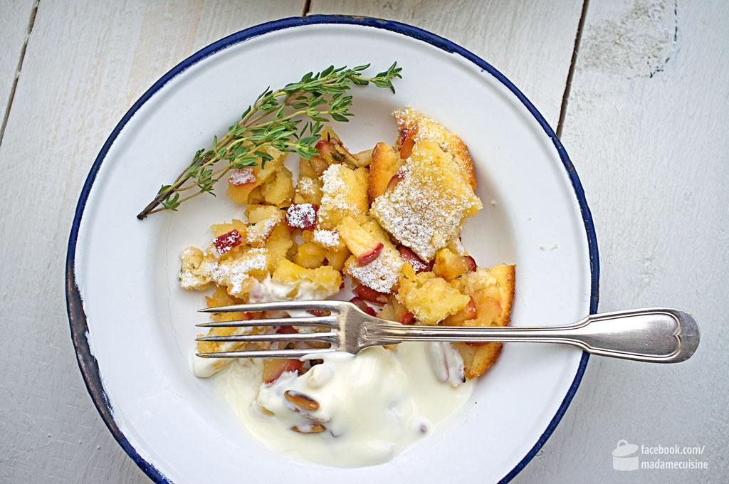 Apfel-Thymian-Kaiserschmarrn mit cremigem Bauernjoghurt und Pinienkernen | Madame Cuisine