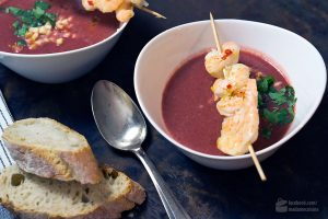 Rote-Bete-Suppe mit Garnelenspieß | Madame Cuisine