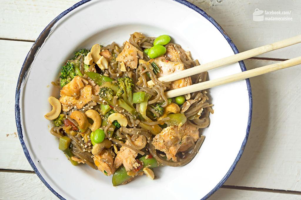 Soba-Nudeln mit Edamame und Lachs | Madame Cuisine Rezept