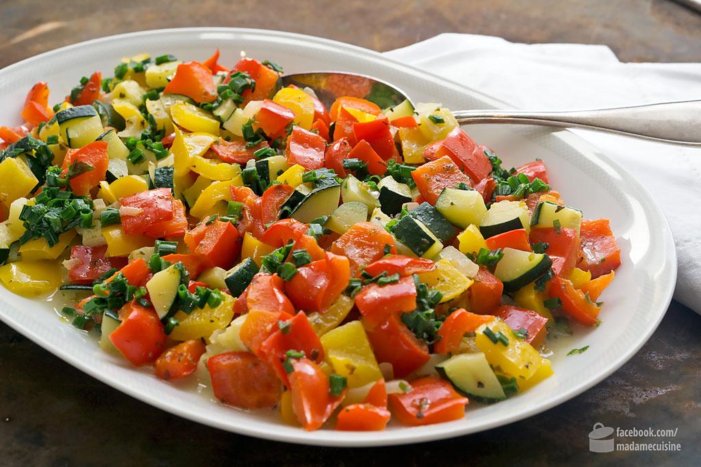 Lauwarmer Paprika Zucchini Salat Madame Cuisine