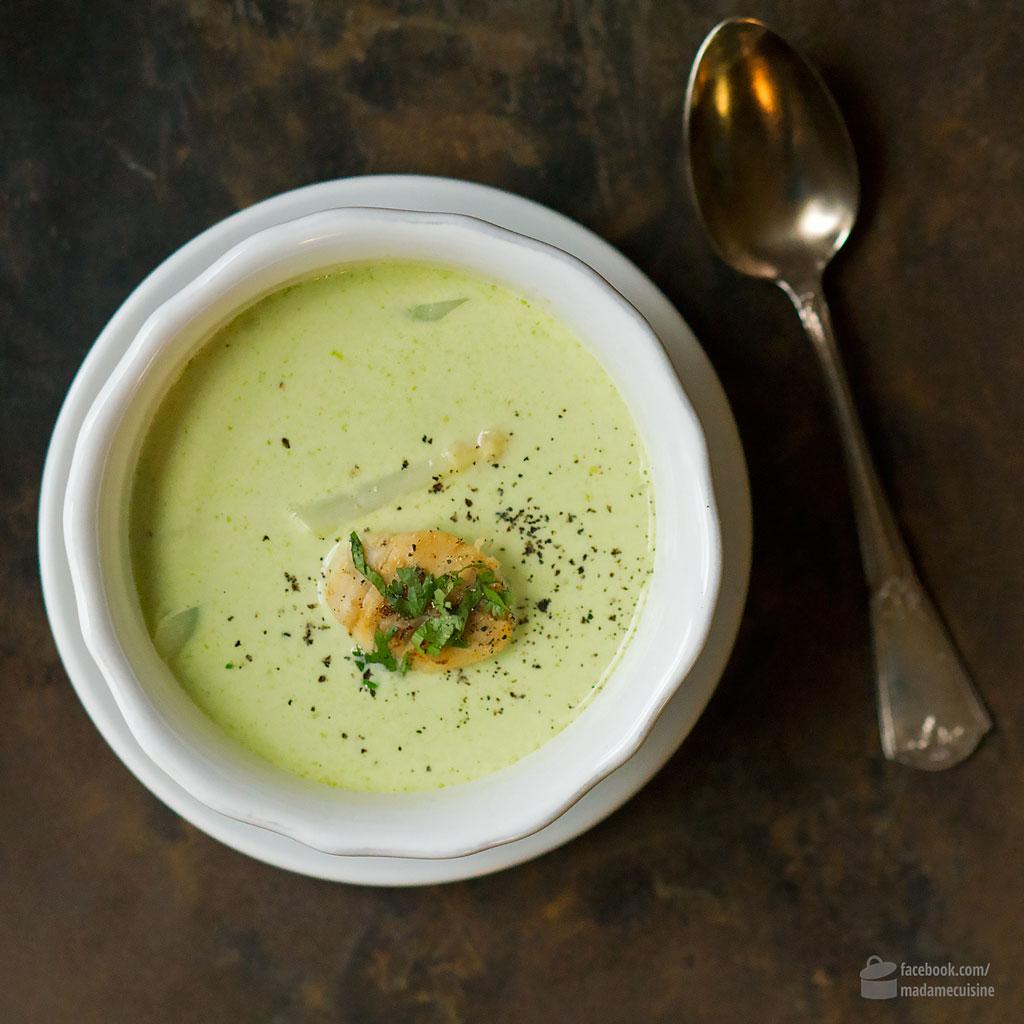 Spargel-Kräuter-Suppe mit Jakobsmuscheln | Madame Cuisine Rezept