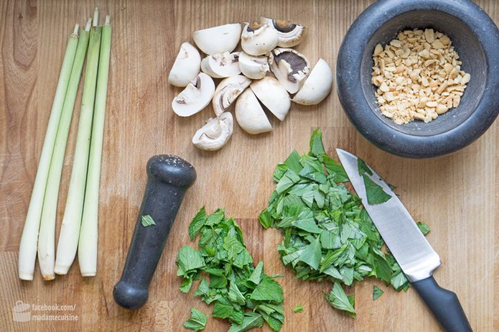 Thai-Curry-Suppe mit Kokosmilch & Reisnudeln   Madame Cuisine Rezept