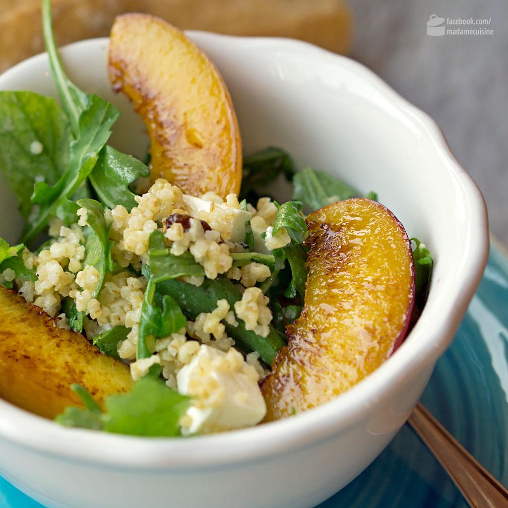 Bulgursalat mit glasierten Pfirsichen | Madame Cuisine Rezept