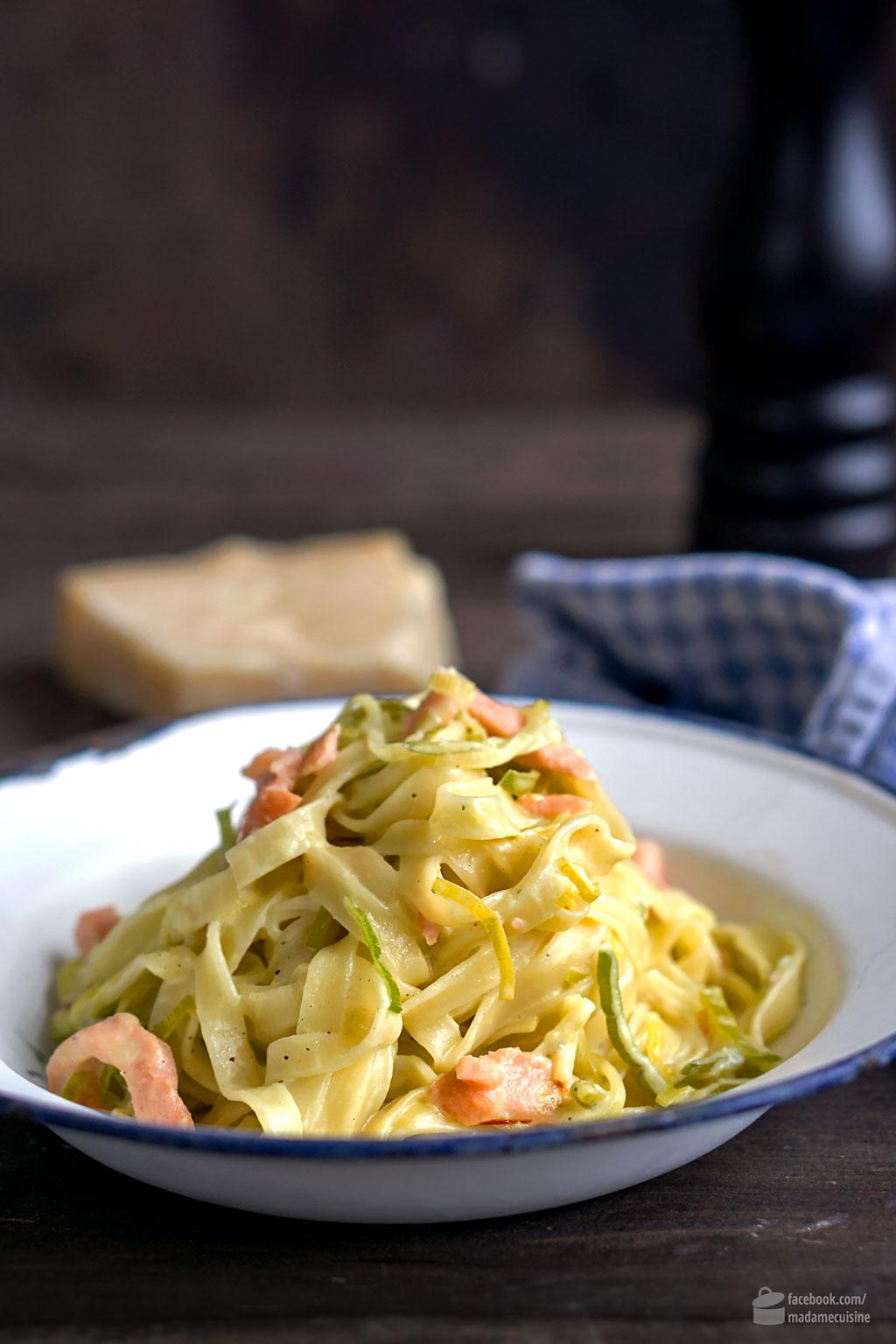 Safran-Tagliatelle mit Lachs und Lauchgemüse | Madame Cuisine Rezept