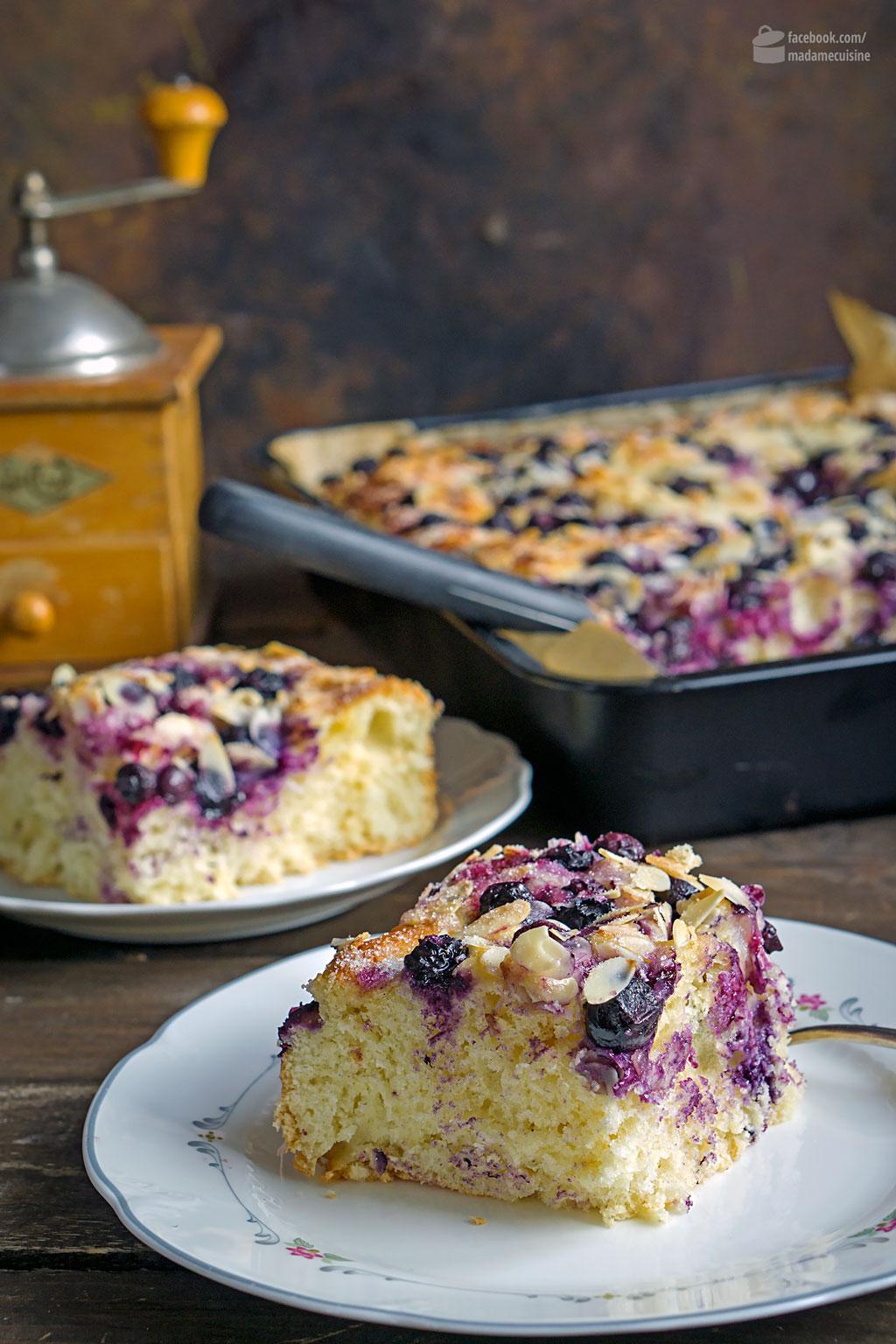Butterkuchen mit Blaubeeren & Mandelblättchen | Madame Cuisine Rezept