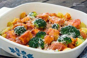 Nudeln mit Lachs und Brokkoli