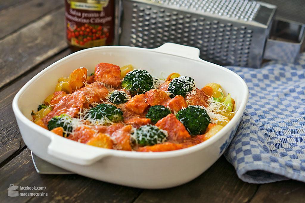Nudeln mit Lachs und Brokkoli in Tomatensud | Madame Cuisine Rezept
