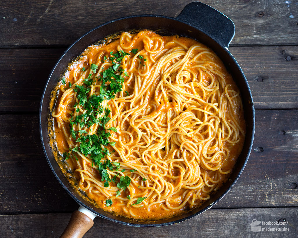Spaghetti in roter Paprikasauce | Madame Cuisine Rezept