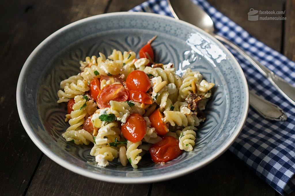 Pasta mit Kirschtomaten, Feta & Pinienkernen | Madame Cuisine Rezept