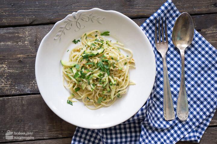 Pasta mit Zucchini und Walnüssen