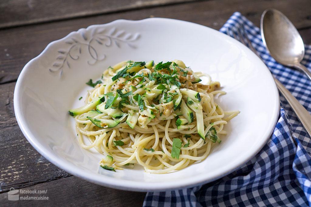 Pasta mit Zucchini und Walnüssen   Madame Cuisine Rezept