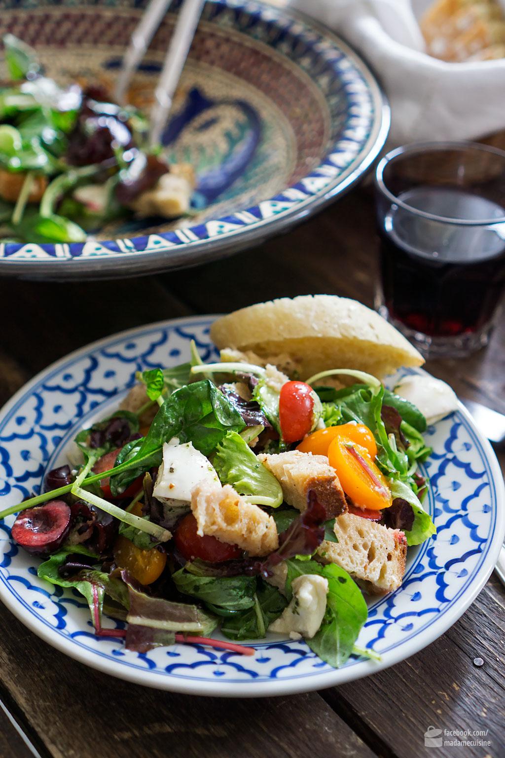Wildkräutersalat mit Kirschen und Tomaten | Madame Cuisine Rezept