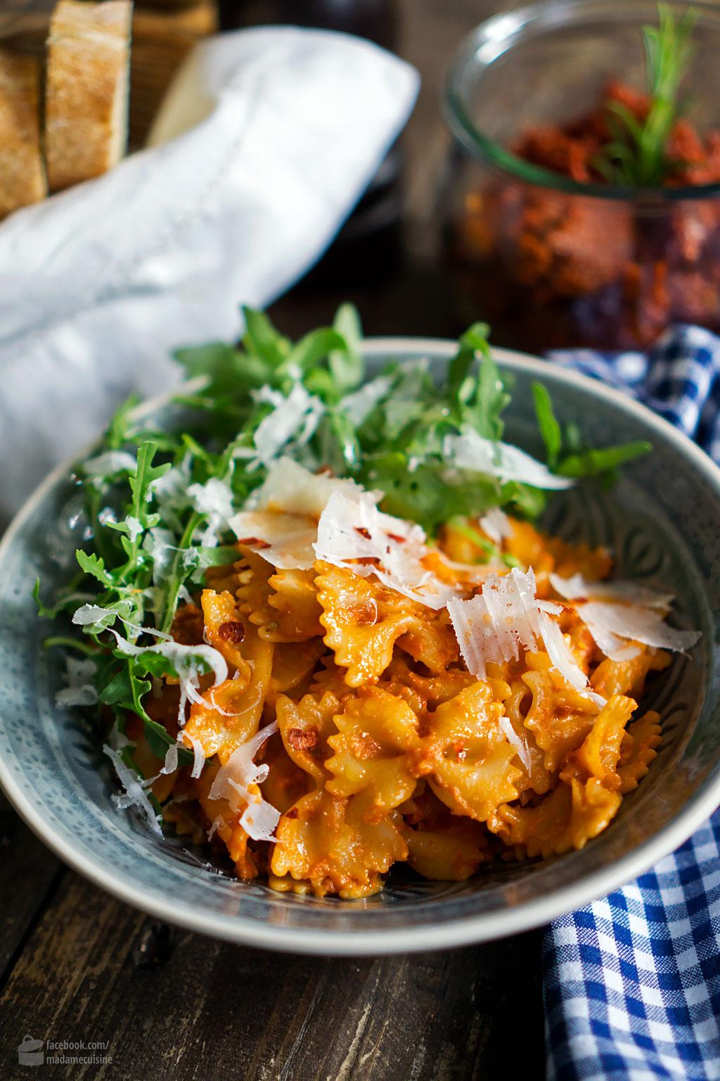 Farfalle mit Tomaten-Pesto und Rucola   Madame Cuisine Rezept