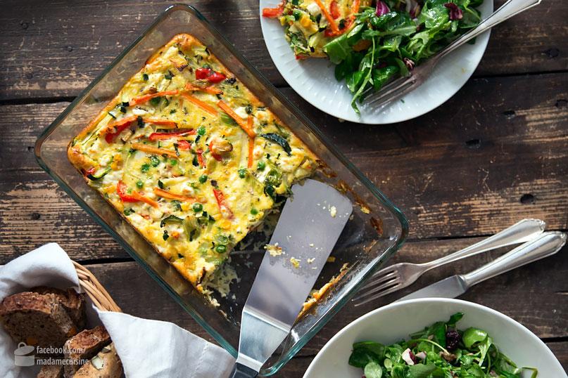 Gemüse-Frittata mit Blattsalat