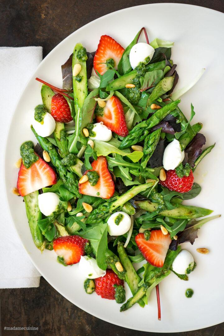 Spargelsalat mit Erdbeeren & Basilikum-Pesto   Madame Cuisine Rezept