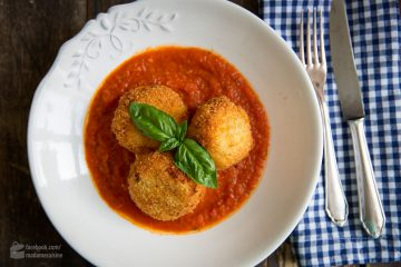 Arancini (frittierte Reisbällchen)