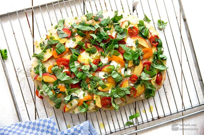 Focaccia mit marinierten Pfirsichen | Madame Cuisine Rezept