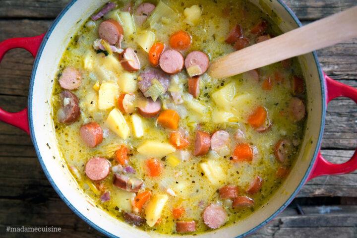 Omas Kartoffelsuppe mit Würstchen | Madame Cuisine Rezept