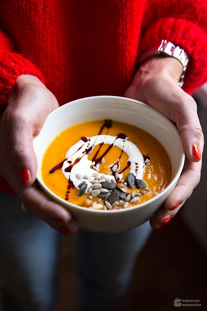 Kürbissuppe mit Crème fraîche & Kürbiskernöl | Madame Cuisine Rezept
