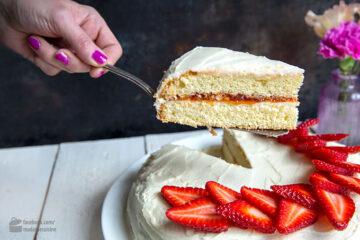 Muttertags-Torte mit Hagebutten-Konfitüre