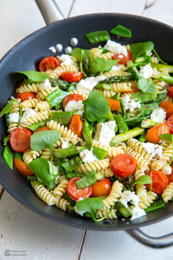 Pasta mit grünem Spargel, Tomaten & Zuckerschoten | Madame Cuisine Rezept