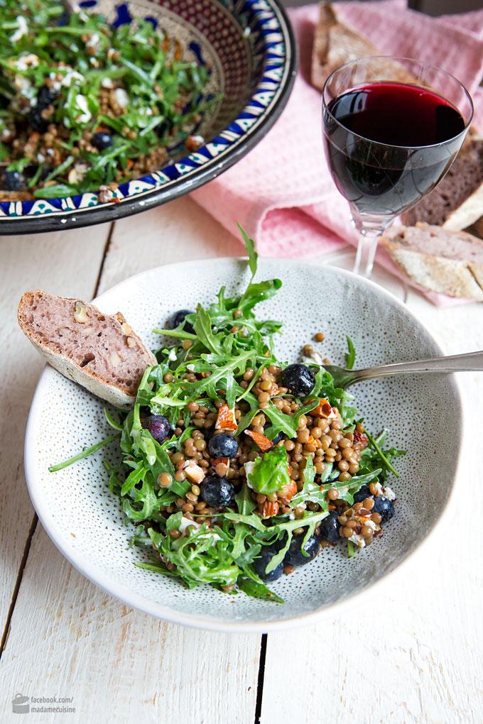 Rucolasalat mit Linsen, Blaubeeren & Ziegenkäse | Madame Cuisine Rezept