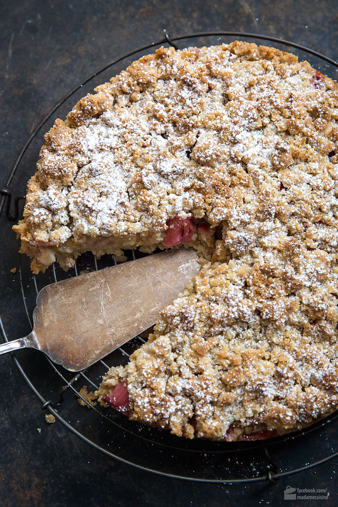 Rhabarber-Streusel-Kuchen mit Apfel | Madame Cuisine Rezept