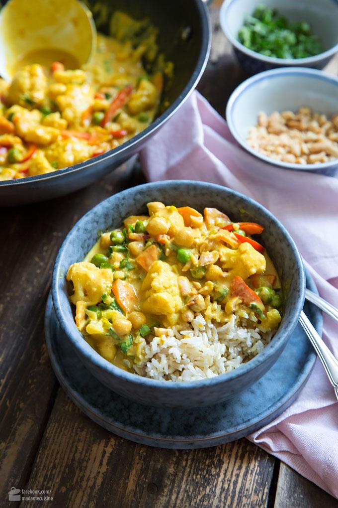 Blumenkohl-Curry mit Erbsen, Karotten & Paprika | Madame Cuisine Rezept