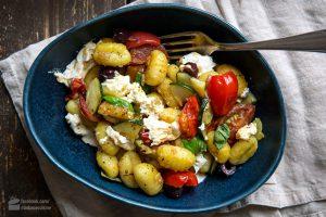 Gnocchi-Pfanne mit Gemüse und Mozzarella
