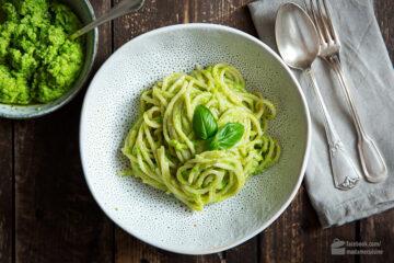 Spaghetti mit Erbsen-Pesto