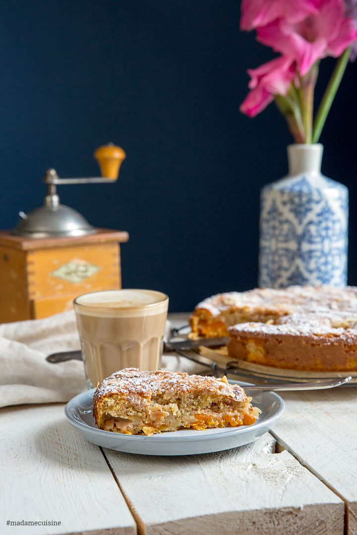 Aprikosenkuchen mit Mandeln: Saftig und süß | Madame Cuisine Rezept