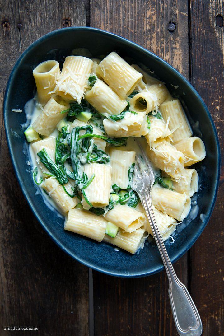 Nudeln mit Käse-Sahne-Sauce und Spinat | Madame Cuisine Rezept