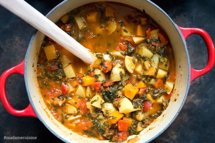 Kartoffelgulasch mit Ofenpaprika & Petersilienpesto | Madame Cuisine Rezept