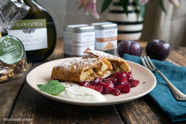 Apfelstrudel mit Rotweinzwetschgen & Vanilleschmand | Madame Cuisine Rezept