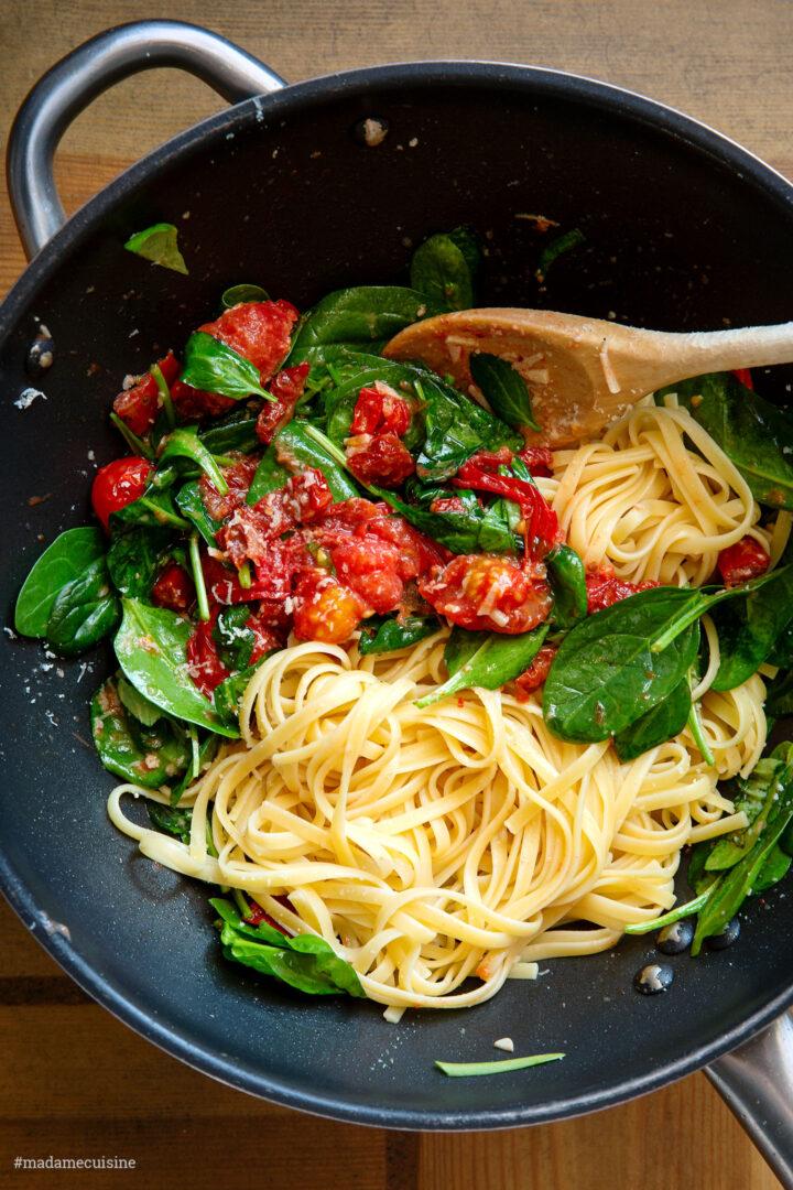 Pasta mit sautierten Kirschtomaten & Spinat | Madame Cuisine Rezept