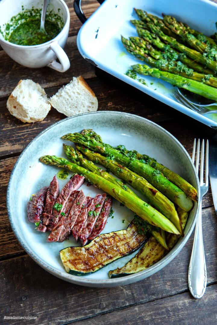 Gegrillter Grüner Spargel mit Chimichurri | Madame Cuisine Rezept