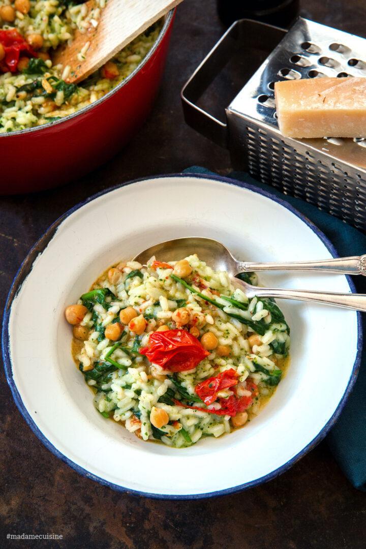 Risotto mit Kichererbsen, Ofentomaten und Pesto | Madame Cuisine Rezept