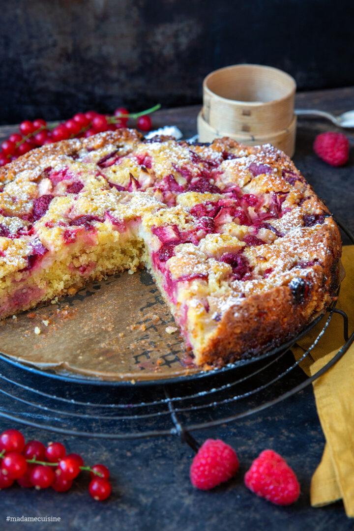 Pfirsichkuchen mit Himbeeren und Johannisbeeren | Madame Cuisine Rezept